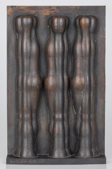 Joannis Avramidis, Ohne Titel (Drei-Figuren-Relief)